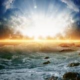 Salida del sol hermosa en el mar Imágenes de archivo libres de regalías