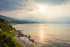 Salida del sol hermosa en el mar Fotografía de archivo libre de regalías