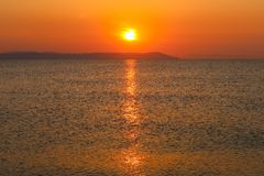 Salida del sol hermosa en el mar o la puesta del sol Fotografía de archivo