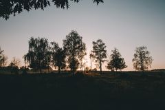 Salida del sol hermosa en el valle del río imagen de archivo