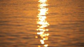 Salida del sol hermosa en la isla de Santorini almacen de video