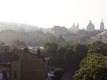 Salida del sol hermosa en la primavera Lviv fotografía de archivo