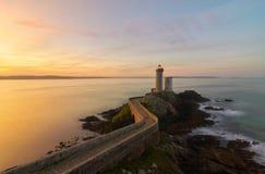 Salida del sol hermosa en Le Petit Minou Lighthouse imagen de archivo libre de regalías