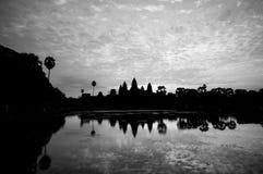 Salida del sol hermosa, silueta de Angkor Wat en la salida del sol, el mejor tiempo por la mañana en Siem Reap, Camboya Fotos de archivo