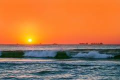 Salida del sol hermosa sobre el horizonte Imagen de archivo libre de regalías