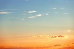 Salida del sol hermosa sobre el horizonte Fotos de archivo libres de regalías