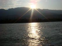 Salida del sol hermosa sobre el río Ganges Fotografía de archivo