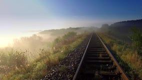 Salida del sol hermosa sobre el valle con la niebla hermosa en otoño, Polonia almacen de metraje de vídeo