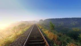 Salida del sol hermosa sobre el valle con niebla hermosa en otoño almacen de metraje de vídeo