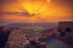 Salida del sol hermosa sobre la fortaleza de Masada Imagen de archivo