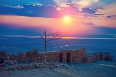 Salida del sol hermosa sobre la fortaleza de Masada Fotos de archivo