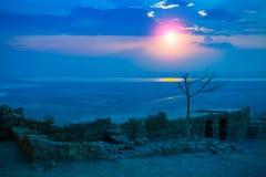 Salida del sol hermosa sobre la fortaleza de Masada Foto de archivo libre de regalías