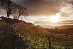 Salida del sol hermosa sobre parque nacional de los valles de Yorkshire Imagenes de archivo