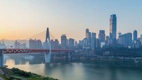 Salida del sol Horizonte de la ciudad de Chongqing Lapso de tiempo metrajes