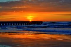 Salida del sol imponente del mar adriático Fotografía de archivo