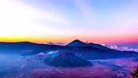 Salida del sol del lapso de tiempo en el volcán de Bromo del soporte almacen de video
