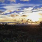 Salida del sol llamativa y nubes Fotografía de archivo libre de regalías