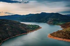 Salida del sol a lo largo del río de Arda, Rhodopes del este, Bulgaria Imagenes de archivo