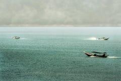 Salida del sol los barcos de la presa Foto de archivo