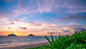 Salida del sol magnífica de la playa de Lanikai imagen de archivo