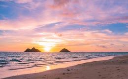 Salida del sol magnífica de la playa de Lanikai fotografía de archivo