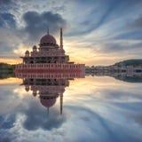 Salida del sol Masjid Putra Imágenes de archivo libres de regalías