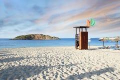 Salida del sol mediterránea idílica de la playa Fotos de archivo libres de regalías