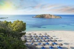 Salida del sol mediterránea idílica de la playa Imágenes de archivo libres de regalías