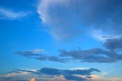 Salida del sol o puesta del sol del cielo de la nube Fotografía de archivo