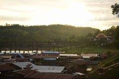 Salida del sol o puesta del sol en la montaña Imagenes de archivo