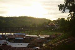 Salida del sol o puesta del sol en la montaña Foto de archivo libre de regalías