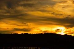 Salida del sol o puesta del sol en la montaña Fotografía de archivo libre de regalías