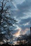 Salida del sol partida con luz del sol y colores fotografía de archivo libre de regalías