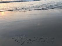 Salida del sol pasada del año 2017 en la playa Fotografía de archivo