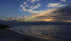 Salida del sol, playa en Bibione, Italia Foto de archivo libre de regalías