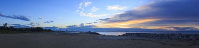 Salida del sol, playa en Bibione, Italia Fotografía de archivo