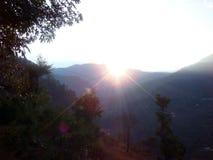 Salida del sol por las colinas Foto de archivo