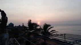 Salida del sol, puesta del sol, comorin del cabo, Kanyakumari, Tamilnadu Imagen de archivo