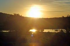 Salida del sol que brilla intensamente Imagen de archivo libre de regalías
