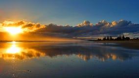Salida del sol reflejada Foto de archivo libre de regalías