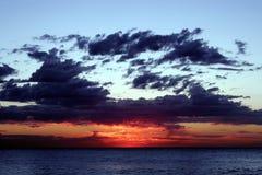 Salida del sol roja Fotos de archivo libres de regalías