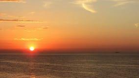 Salida del sol roja en el mar Imagenes de archivo