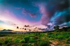 Salida del sol rosada mágica del cielo en Tailandia Fotos de archivo libres de regalías