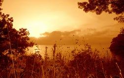 Salida del sol salvaje de la costa fotos de archivo