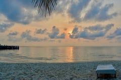 Salida del sol según lo visto de la playa del coco, Koh Rong Island, Camboya imagen de archivo libre de regalías
