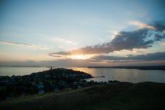 Salida del sol sobre Auckland Imágenes de archivo libres de regalías