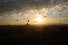 Salida del sol sobre bagan Foto de archivo libre de regalías