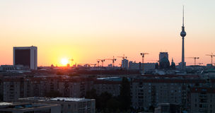 Salida del sol sobre Berlín. Fotos de archivo libres de regalías