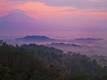 Salida del sol sobre Borobudur Indonesia Foto de archivo libre de regalías