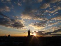 Salida del sol sobre Cluj-Napoca Imagen de archivo